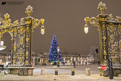 Place Stanislas (Alexandre Prvot) Tags: christmas city schnee winter snow france cold building architecture night weihnachten noche town construction arquitectura nacht hiver nieve nevada jahreszeit edificio ciudad christmastree nancy stadt neve di architektur invierno neige nol snowfall weihnachtsbaum construccin blizzard albero inverno natale zentrum bauwerk lorraine nuit btiment gebude bau architettura ville immeuble nevado innenstadt citt schneesturm julfest urbanisme municipalidad edifice architectur nevasca schneefall christbaum 54000 amnagement sapindenol edilizia edificacin schneegestber meurtheetmoselle fabbricato bauweise villedenancy bauwesen cugn inmueble grosstadt communauturbainedugrandnancy