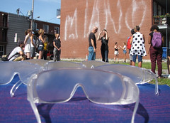 Dare-Dare, Les Promenades Blanches, 2016 (Retis) Tags: montreal montral mtl daredare promenadeblanches guidedtours lowtechnology perception glasses lunettes alainmichard milangervais visualart art artpublic publicspace collectiveexperience experiencecollective marche promenade march atwater rueatwater ruegreene ruedor