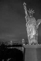 Rainbow Bridge and the Statue of Liberty_Tokyo Odaiba (sapphire_rouge) Tags: shore  bridge  beach seaside   japanese   tokyobay nightview  rainbowbridge coast japan bay aoumi    wangan rinkaihukutoshin kotoku