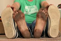dirty feet - indoor 576 (dirtyfeet6811) Tags: feet soles barefoot chucks dirtyfeet dirtychucks