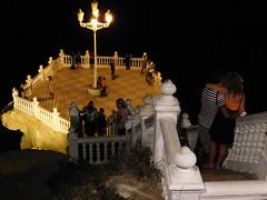 Ell amor y sus momentos bellos (PedroValiente) Tags: benidorm vacaciones16 acantilado castlestairway balcndelmediterraneo puntacanfali romntico alicante espaa