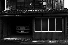 _DSF3988_1 (oncoinco0920) Tags: street bw window car japan truck photography photo retro x100