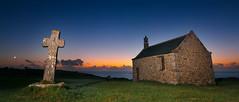 Saint Samson Chapelle (Casete) Tags: sunset sea brittany cross flash bretagne breizh canon350d celtic bluehour digitalrebelxt chapelle bretaa elinchrom porspoder benro landunvez tokina1116 cotedeiroise merdeiroise