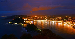 La Concha Bay at night (David Crespo Nieto) Tags: sea espaa night bay noche mar spain europa europe sansebastian euskadi basquecountry donostia guipuzcoa baha gipuzkoa pasvasco sansebastin