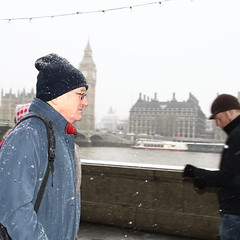 Snow in London (Che-burashka) Tags: street uk people snow london weather candid places canonef50mmf14usm fromarchives