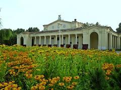 Summer flowers & the summer theater (Ramona R*** - Visual Metaphors) Tags: bucharest bucuresti romania bu