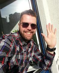Bonjour! (Toni Kaarttinen) Tags: street boy portrait people hairy man paris france guy smile beard french frankreich hand candid hey frana hunk streetphoto hi frankrijk prizs francia iledefrance bonjour parijs parisian pars  parigi frankrike frenchman frenchmen parisians candidphoto  pary   francja ranska pariisi sunglaases  franciaorszg  francio parizo  frana