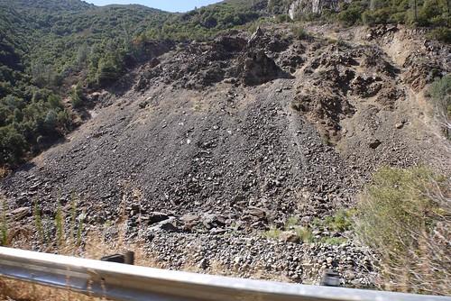 土砂崩れで CA140 が埋まって迂回中。恐ろしい…