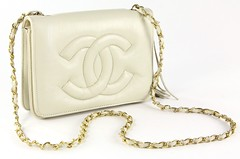 L7. Cream Leather Shoulder Bag, Chanel Style
