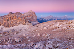 Last colours of the Day, Lagazuoi with Tofana, Dolomites, Italy (Frank Peters: www.frank-peters.nl) Tags: travel pink blue sunset summer italy orange mountain mountains alps nature berg landscape zonsondergang scenery rocks europa europe blauw view purple dusk top natuur september unescoworldheritagesite unesco zomer bergen uitzicht alpen alp unescoworldheritage trentino dolomites oranje sdtirol landschap itali schemering roze paars mountaintop southtirol reizen wideview rotsen vergezicht gebergte weids tofana dolomieten lagazuoi tofanadirozes zuidtirol crodadalago antelao trentinoaltoadige beeldbank bergtop montecristallo imagelibrary hooggebergte frankpeters unescowerelderfgoed alteadige rifugiolagazuoi unescowerelderfgoedlijst cristallogruppe forclagazuoi httpwwwfrankpetersnl forcellalagazuoi refugelagazuoi