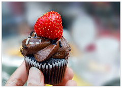 :) حد يبى؟؟ (durooob) Tags: morning food cup cake cupcake كيك كب