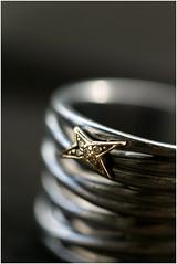 MacroMondays#Star# (objet introuvable) Tags: macromondays star etoile bague bijou macro bokeh canon70d canon cadre detail détail objet ring