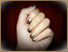 A gold and black design :) (Valy ;)) Tags: nails nailart gold black dots
