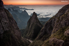 Portais de Hércules (Waldyr Neto) Tags: serradosórgãos parnaso portaisdehércules amanhecer sunrise coroadofrade dedodedeus montanhas mountains