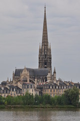 La Garonne et la basilique Saint Michel, Bordeaux, Aquitaine, France. (byb64) Tags: france church rio river europa europe 33 basilica gothic bordeaux iglesia kirche eu quay chiesa igreja francia glise pontdepierre garonne middleages gothique medioevo fleuve basilique middleage saintmichel gotico clocher quais moyenage flche aquitaine gironde aquitania edadmedia xive xixe artgothique gothiqueflamboyant xvie basiliquestmichel