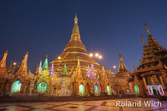Yangon - Shwedagon Pagoda at Dawn (Rolandito.) Tags: morning blue light azul gold dawn lights golden licht pagoda twilight asia lumire buddha shwedagon yangon burma stupa south illumination buddhism east hour hora da myanmar dagon dmmerung southeast paya morgen birma beleuchtung lichter bleue rangoon gon blaue birmanie beleuchtet buddhismus stunde lheure shwe birmania illiminated rangun