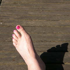 One Foot In the Future (Annie in Beziers) Tags: pink shadow france les foot october competition des princes villes shoeless paintedtoenails autumnsunshine michelberger barefootinthepark bzierslanguedocherault annieinbziers woodenpontoon zerofm lesprincesdesvilles