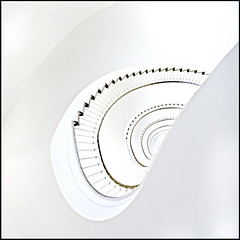 Cover me (Maerten Prins) Tags: white berlin lines stairs germany spiral deutschland soft stair curves line ohr curve kidney spiraal duitsland treppen berlijn upshot oor allianz trappenhuis nier niere tonsurton stairwel