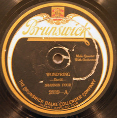 Brunswick - 2039 (5) (Klieg) Tags: columbia brunswick victor 03 collection record victrola klieg 78s klieger