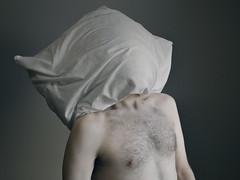 242 // 366 - Untitled (Job Abril) Tags: autorretrato selfportrait cuerpo malebody noface pillow nude artisticphotohraphy conceptualphotography 365 nikon