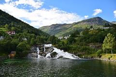 Noruega (CLAUDIA COTA) Tags: noruega norway scandic fjords water ocean sea mountain