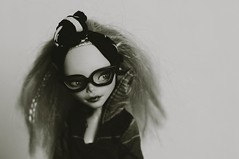 ghoulia (mobe dolls) Tags: ghoulia monster high repaint mattel glasses