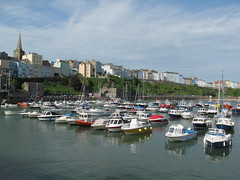 Tenby Harbour, Pembrokeshire (pefkosmad) Tags: tenby pembrokeshire wales uk holiday vacation vacances holibobs harbour boats sailing view recreation pastime buildings water