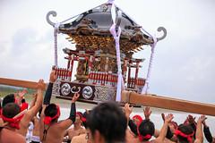 Lifting up portable shrine - Ohara Hadaka Matsuri festival 2016 (Apricot Cafe) Tags: canonef70200mmf28lisiiusm chiba japan ohara oharahadakamatsuri brave festival groupofpeople matsuri parade portableshrine powerful ritual teamwork traditional traditionalfestival traditionaloutfit isumishi chibaken jp img652560