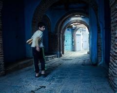 L'enfant  la baguette (cafard cosmique) Tags: africa mountain photography photo foto image northafrica morocco maroc chaouen chefchaouen marruecos marokko rif marrocos afrique chefchouen xaouen chouen afriquedunord    bluetowncity
