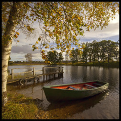 Stare Dam - Perthshire (Michael~Ashley) Tags: autumn tree scotland boat perthshire scottish loch moored