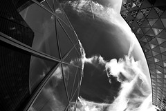 Westhafentower (M-Seibert) Tags: sky white black clouds germany hessen frankfurt himmel wolken fisheye architektur 8mm weiss spiegelung schwarz westhafen westhafentower westhafenplatz