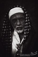   ~ (Hussain Almuhanna) Tags: old portrait white man black art canon lens photography photo mark archive 5d years glance hussain حسين نظرة فن 24105l آثار عدسة almuhanna كانون السنين بورتريت المهناء
