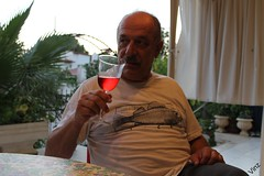 Papa by the sunset (Vinz 91) Tags: sunset dinner turkey ada dad turkiye papa soda whitewine kusadasi