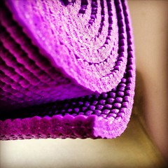 Tardigrade Mat (Andre Carregal) Tags: abstract texture textura yoga closeup pattern purple details mat smartphone rug tapete processed abstrato perto detalhes iphone padres ginstica esteira processada