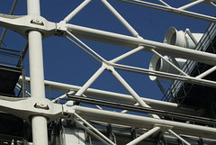 Pompidou (Elisabeth de Ru) Tags: paris france europa europe frana frankrijk pompidou francia parijs beaubourg parys  parisi   pariz   october2012 oktober2012 celisabethderu celisabethsorde camerasony300 elisabethderu
