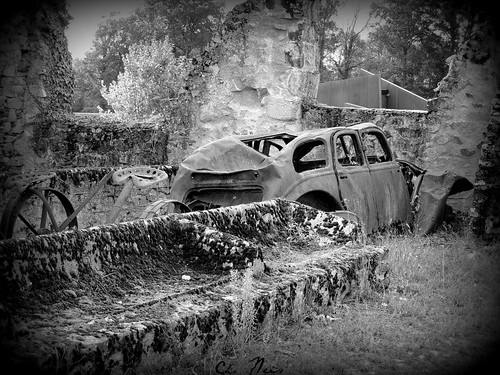 the burned car in BW (Villages martyr) (Ch.Neis) france nikon frankreich war massacre krieg coolpix ww2 guerre 87 limousin oradour 2weltkrieg gedenksttte massaker oradoursurglane hautevienne digitalcameraclub memoriale p510 photographedandcopyrightbychristophneis fotoamoremio