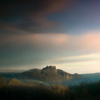 ⌂ Carreg Cennen Castle