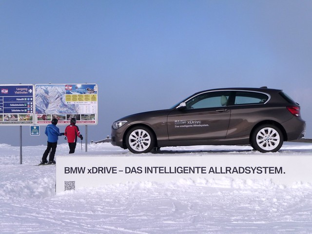auto winter white mountain snow ski men car austria automobile holidays © bmw beamer germancar carspotting ginaspics allrad 2013 bmwxdrive ©2013ginaspics reginasiebrecht