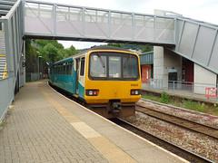 142085 & 143625 Pontypridd (2) (Marky7890) Tags: station train railway pacer pontypridd dmu class142 atw class143 143625 142085 2t24