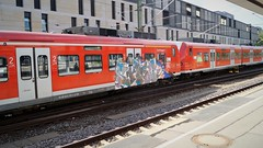 Graffiti (Honig&Teer) Tags: graffiti honigteer hannover hbf db deutschebahn aerosolart train treno traingraffiti trainart railroad railroadgraffiti railways eisenbahngraffiti dbregio sbahn