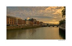Sunset at river Liffey (Dublin) (g.femenias) Tags: riverliffey anlife dublin ireland river sunset sunsetlight landscape urbanlandscape grattanbridge droicheadgrattan bridge