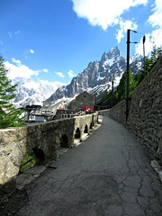 Mer de Glace (AmyEAnderson) Tags: path walkway mountains merdeglace france europe rhonealpes alps wall stone station mountainrange scenic montblanc