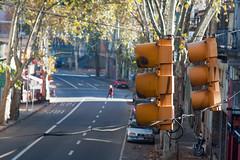 33 (PizzaDeBarr) Tags: road street city orange cars yellow canon uruguay calle downtown day 33 centro ciudad dia via amarillo semaforo autos montevideo stoplight naranja crema 2012 500d canonef2485mmf3545usm t1i