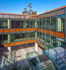 UCSD Medical Education and Telemedicine Building (Chimay Bleue) Tags: california school house building window glass architecture modern campus la education san university contemporary curtain modernism diego courtyard medical southern architect socal similar som walls med jolla modernist ucsd lever skidmore batiment merrill corridors edifice owings