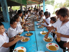 Curry dinner for village children
