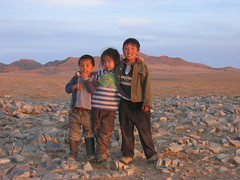 Kids in Mongolia (mbphillips) Tags: nomad mongolia モンゴル 몽골 蒙古 asia アジア 아시아 亚洲 亞洲 mbphillips canonixus400 people gente 人 사람들 geotagged photojournalism photojournalist