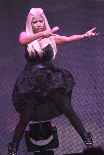 nicki minaj masturbate on stage legs wide open