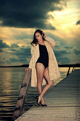Lake (Reografie) Tags: blue sunset woman lake cute water girl car lady pose fur meer shoot outdoor coat lovely oostvoorne styling stobist nibbie reografie