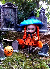 31 Days of Halloween 30 (welovethedark) Tags: halloween toys doll jackolantern owl blythe tombstones bats iphone orangemunchkin petiteblythe halloweenblythe iphonecamera halloweentoys orangemunchkinpetiteblythe blytheoutside