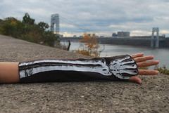 (e p d) Tags: nyc newyorkcity bridge newyork dayofthedead skeleton manhattan gloves bones diadelosmuertos etsy gwb georgewashingtonbridge armwarmers fingerless skeletongloves thelotusroot etsyeverywhere